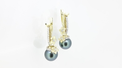 Earrings with the Tahitian pearls and white diamonds