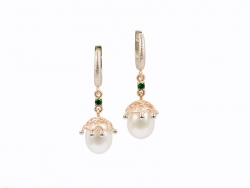 Earrings with pearls and tsavorites
