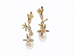 Earrings with pearls and colorful brilliants